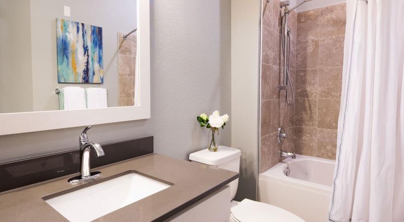 Novus Westshore bath